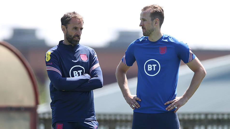 Kane and Three Lions manager Gareth Southgate chat during training