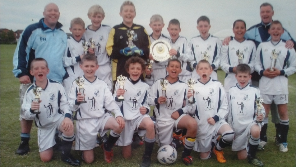 Kalvin Phillips (top row, far right) with Wortley FC coach Ian Thackray behind him
