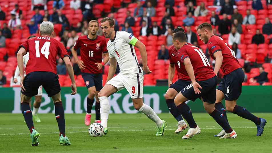 Three Lions skipper Harry Kane finds himself surrounded by Czech defenders